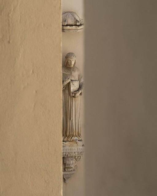 Estatua de Ovidio (1474) en el pallazo de la SS. Annunziata, Sulmona (Italia), 2015