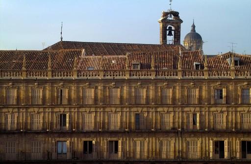Plaza Mayor. Espadaña de San Martín y cúpula de la Catedral. 2004