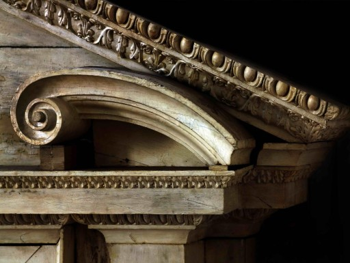 Toledo. Iglesia del Hospital Tavera. Frontón de un retablo lateral (1608-1614). 2007
