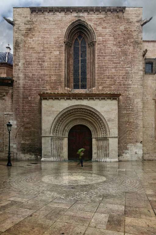 Hastial del crucero de la catedral de Valencia a la plaza de la Almoina. Siglo XIII. 2007