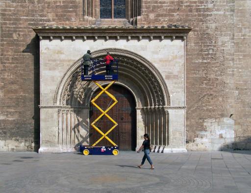 Sesión fotográfica en la portada del Palau de la catedral de Valencia (2008) (foto: Edelmiro Galdón)