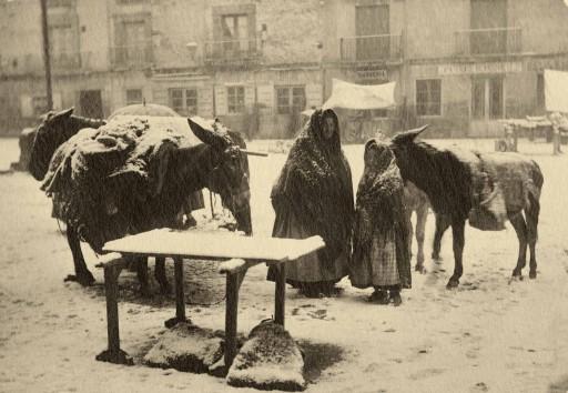 FOTO SORIA / COLECCIÓN VEGA- INCLÁN, ca. 1915. Soria. Día de nieve. Castilla la Vieja: Soria