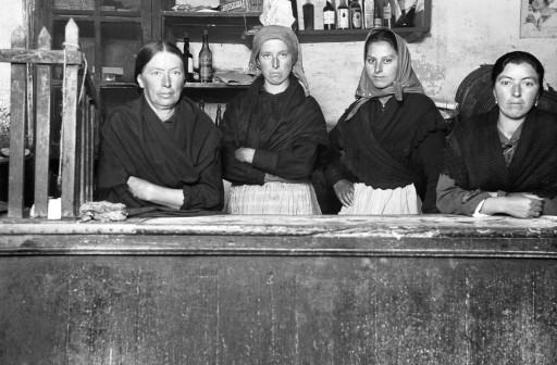 RUTH MATILDA ANDERSON, 24-27/X/1924; noviembre 1924. La buena señora de la taberna con sus tres hijas. Galicia: Padrón - La Coruña