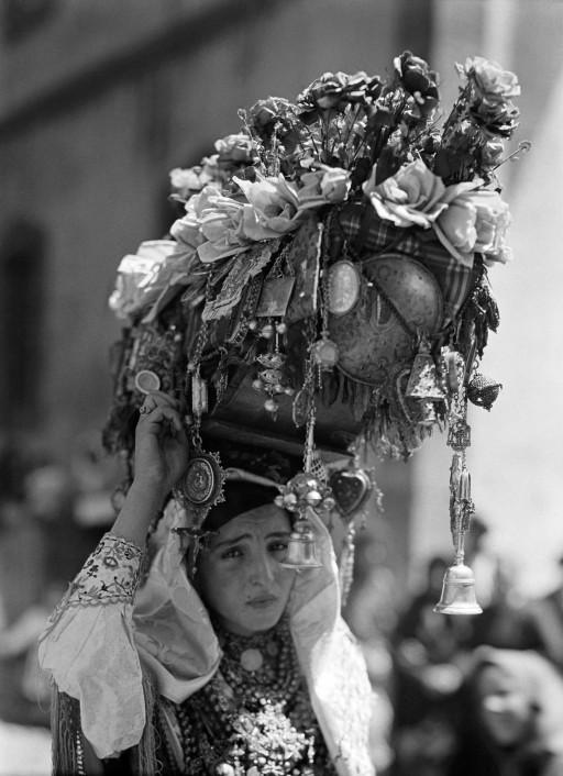 RUTH MATILDA ANDERSON, 1930. Festival of Nuestra Señora de las Nieves. Ofrenda. León: Mogarraz - Salamanca en la plaza