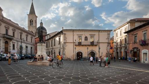 (Ovidio, Tristezas, IV, 10) | Piazza XX Settembre, Sulmona (Italia), 2015