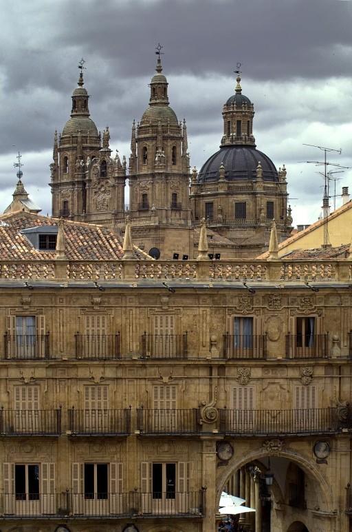 Plaza Mayor. La Clerecía desde la plaza. 2004