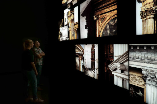 """Museo de Santa Cruz. Montaje instalación """"Retablos de retablos"""", en la exposición El Greco: Arte y Oficio (2014)"""