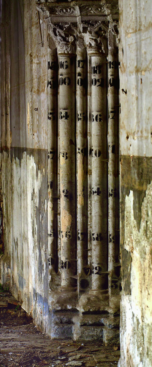 Columnas de la portada lateral de la iglesia del convento de San Vicente de la Roqueta. Valencia. Siglo XIII. 2007