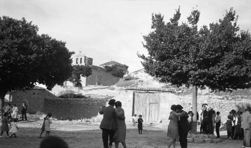 KURT SCHINDLER, 12/IX/1930. Baile de salón moderno en la plaza. Castilla la Vieja: Cenegro - Soria