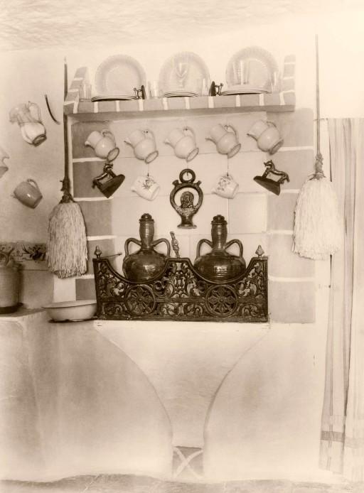 ANNA M. CHRISTIAN, 1915. Cuevas en Godella. Sala de estar y cocina. Valencia: Godella