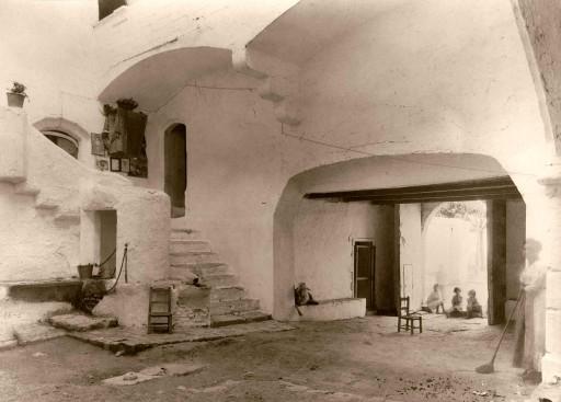 ANNA M. CHRISTIAN, 1915. Antiguo Castillo del siglo XV. Patio. Valencia: Albalat dels Sorells