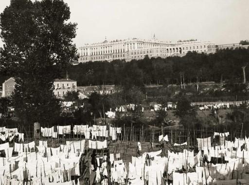 KURT HIELSCHER, 1914-19. Ropa tendida en el entorno del Palacio Real. Castilla la Nueva: Madrid