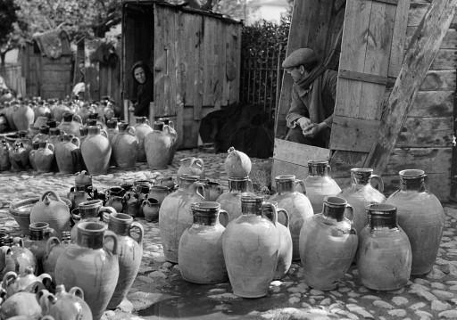 RUTH MATILDA ANDERSON, 1926. Mercado de alfarería, cabañas de madera de los vendedores. León: Toro - Zamora
