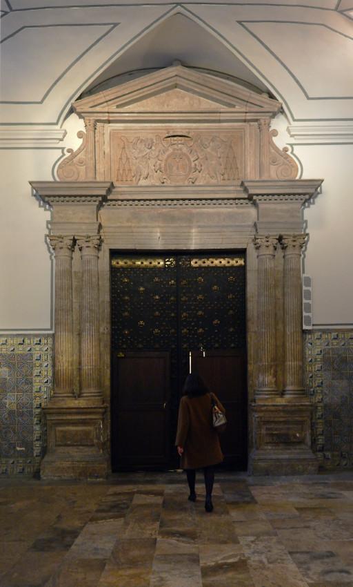 Colegio del Patriarca. Portada de acceso al templo desde el zaguán